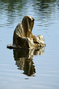 lower-austria-fish-pond-lake-guardians-of-time-by-manfred-kili-kielnhofer-contemporary-art-modern-sculpture-fine-photography-arts-ars-statue-7081