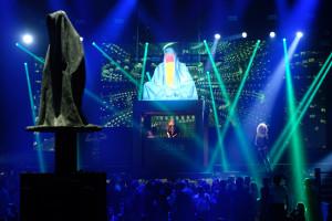 breitling-idclub-show-baselworld-watch-jewellery-party- brand-exclusive-guardians-of-time-manfred-kielnhofer-sculpture-statue-art-arts-lightart-2316
