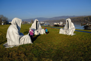 mural-harbor-linz-public-art-graffiti-streetart--contemporary-art-fine-arts-guardians-of-time-manfred-kielnhofer-sculpture-statue-gallery-museum-masterart-biennale-artevent-8046y
